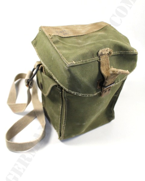 Original WWII. british-danish gas mask bag 001